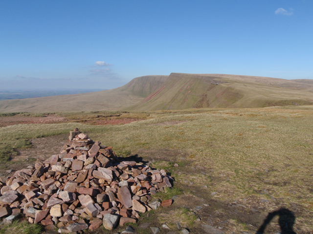 looking East along the main Black Mountain escarpment towards Picws Du and Fan Brycheiniog